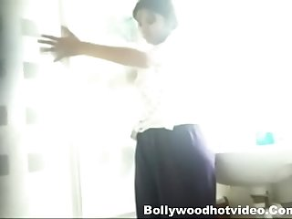 Desi Girl Sreyoshi Bathing Video Leaked