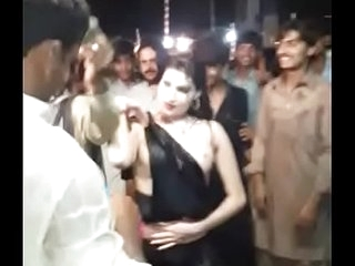 Sexy Dance Mujra in public flashing boobs