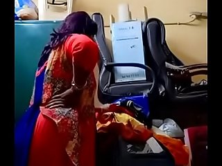 Swathi naidu exchanging saree by showing boobs,body parts and getting ready for shoot part5